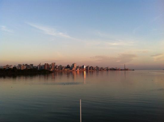 Guaiba Lake (River): Vista da cidade a partir do barco.