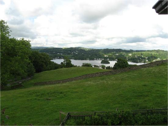 Hawkrigg Guest House: Wiew east towards Windermere