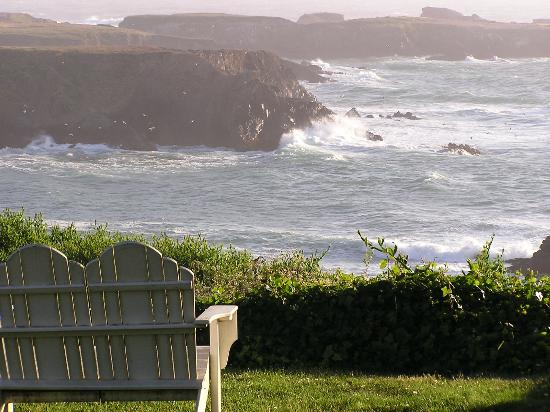 Agate Cove Inn Hotel : front row seat for viewing the waves