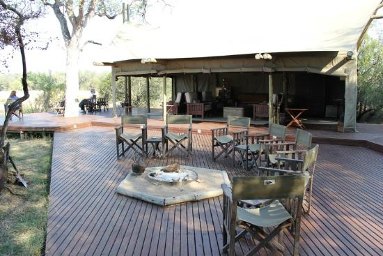 Rhino Post Safari Lodge: Plains Camp communal area.