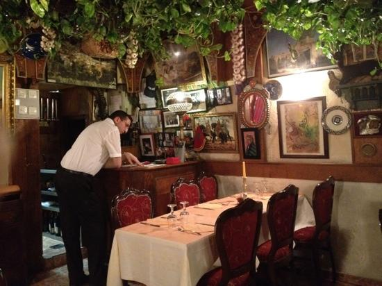 Chez Momo: waiter worried about customers