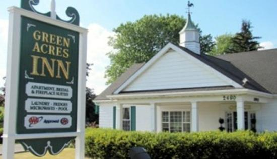 Green Acres Inn: Office