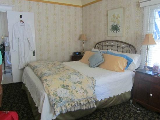 Beazley House: Bed