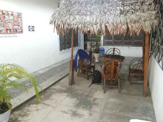 Hospedaje Golondrinas: Golondrinas (Iquitos) entry courtyard