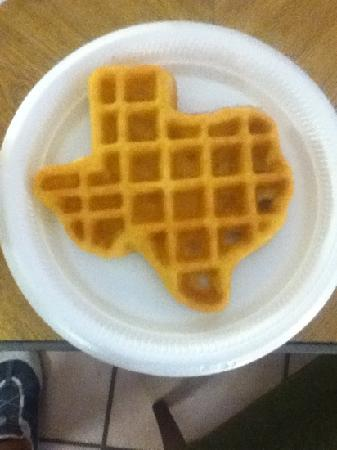 La Quinta Inn Galveston East Beach: Amazing Free Breakfast including Texas shapped waffles