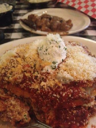 Delmonico's Italian Steakhouse : great lasagna