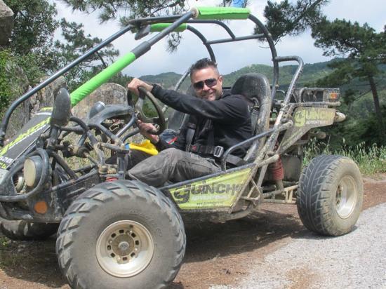 Guincho Adventours: El buggy. 250cc. Van muy bien.