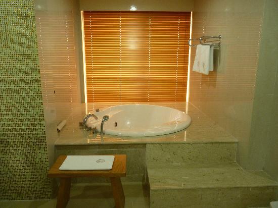 Lagos Oriental hotel: Sunken tub