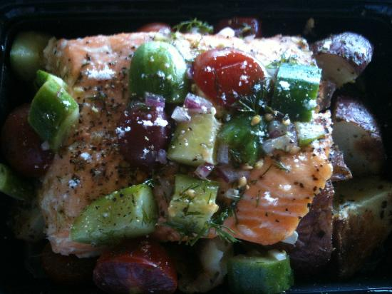 Hana Fresh: Salmon with tomatoes, cucumber and potatoes - served hot!