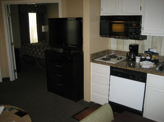Homewood Suites by Hilton San Jose Airport-Silicon Valley: Another view of kitchen and living room with the bedroom in the background