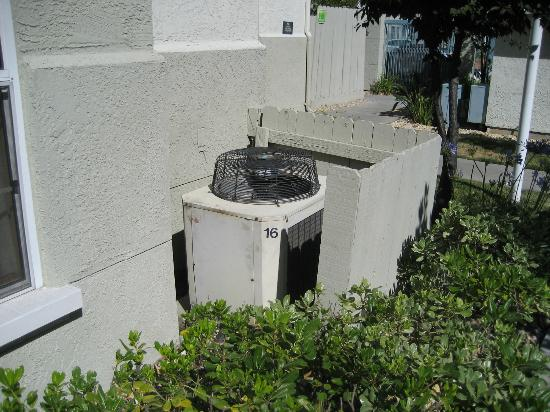 ‪‪Homewood Suites by Hilton San Jose Airport-Silicon Valley‬: Old air conditioners‬