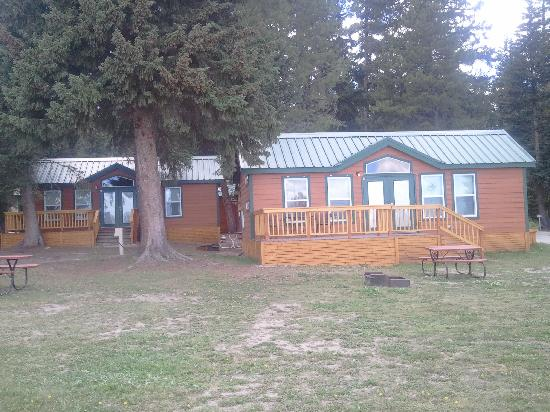 West yellowstone cabins updated 2016 campground reviews for Yellowstone log cabin hotel