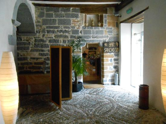 Hotel Roncesvalles: View to the bar