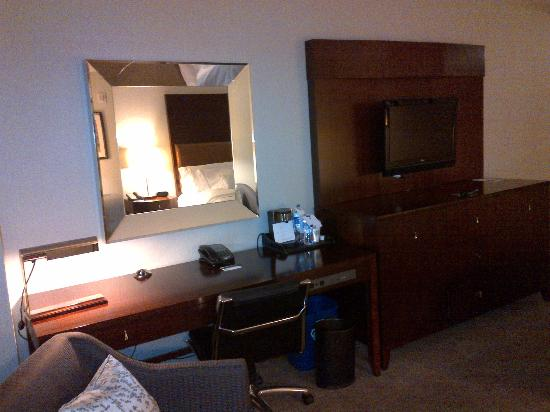 The Westin Mount Laurel: work area, TV