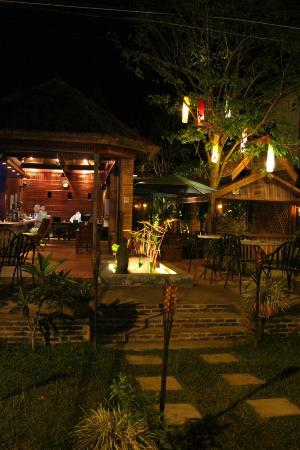The Kitchen Vang Vieng: Night