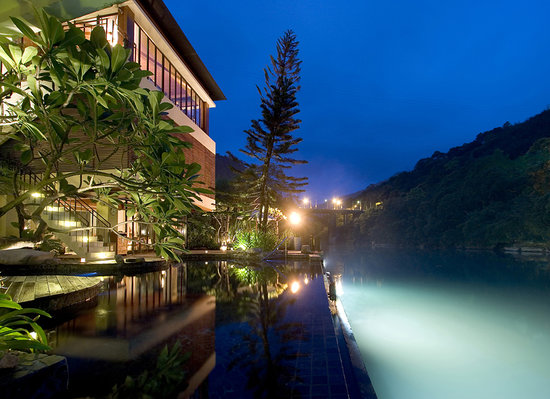 Volando Taipei Urai Spring Spa & Resort: Night View湖畔夜景