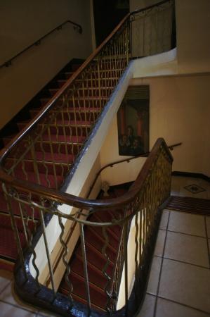 Hotel Artea Aix Centre: Stair case