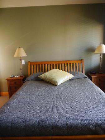 Wanaka Luxury Apartments: Comfortable bed