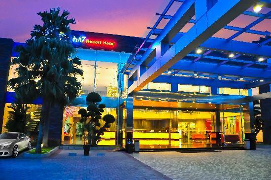 FM7 Resort Hotel Jakarta: FM7 Resort Hotel Lobby