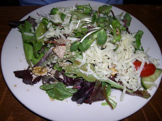 Inn Season Cafe : The salad my friend ordered