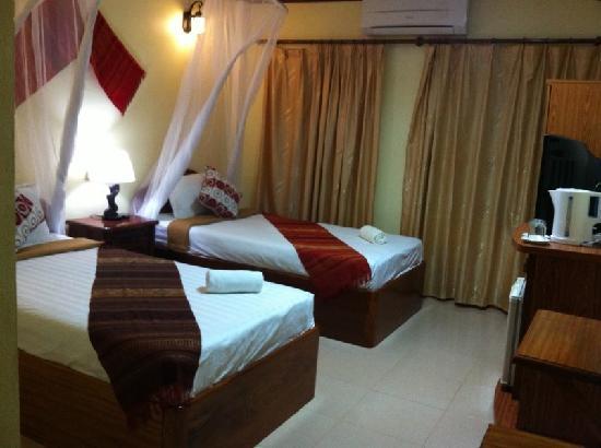 Khammany Inn II Hotel : Twin room