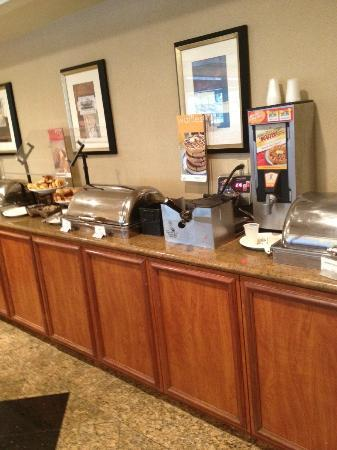 Courtyard Oxnard Ventura: Another shot of the breakfast buffet. Hard to get it all in!