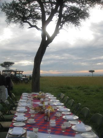 Neptune Mara Rianta Luxury Camp: dawn breakfast after the balloon ride