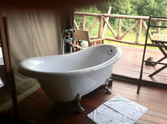 Neptune Mara Rianta Luxury Camp: bathing on the deck