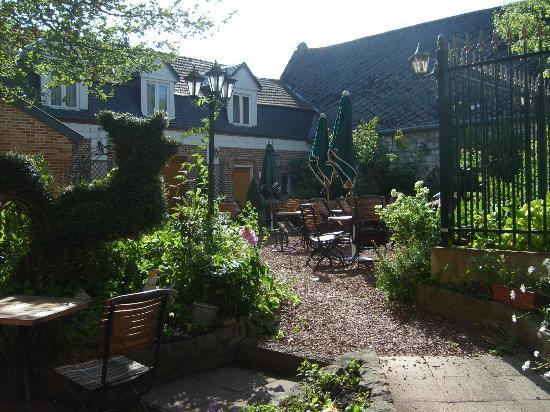 Coq Hotel: Lovely courtyard