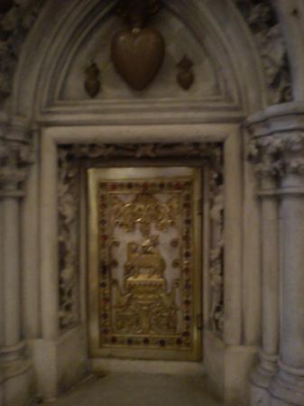 Église Saint-Michel-des-Lions : lions4