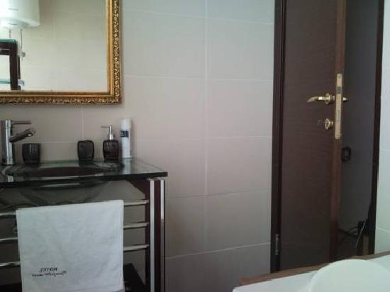 Hotel Djevojacki Most: bathroom