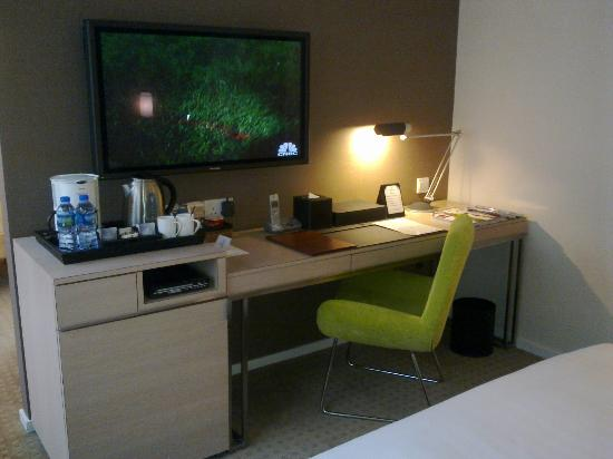 The Fleming, Hong Kong: Writing desk next to huge TV