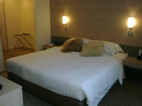 The Fleming, Hong Kong : Nice and lovely bed...zzzz