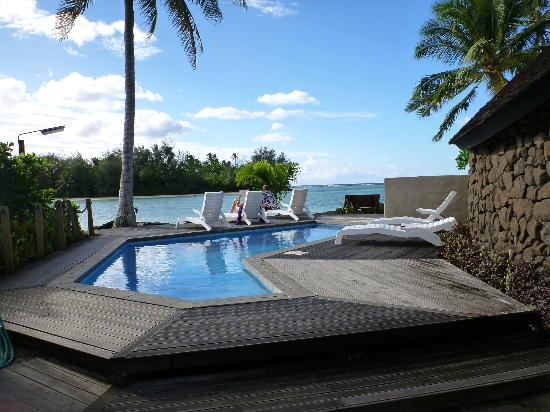 Manea Beach Villas: the pool and loungers