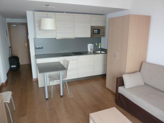 Almirall Apartments : Kitchen area