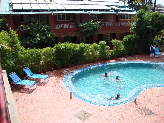 Hotel Shreyas: pool