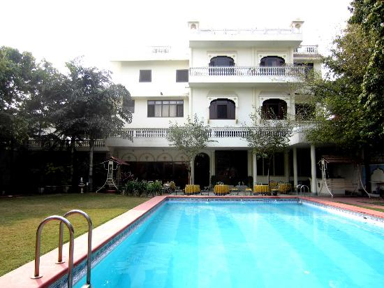 Hotel Meghniwas: The Swimming pool