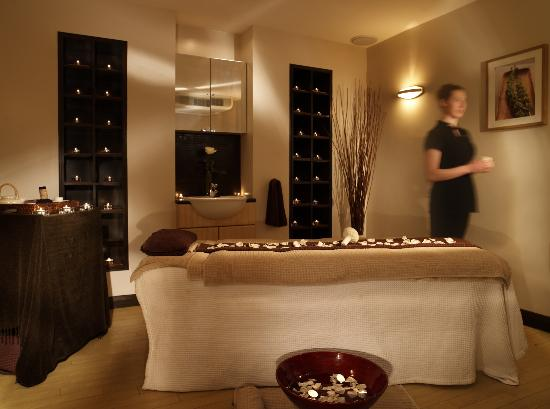 The balmoral spa treatment room picture of the balmoral for Absolute bliss salon and retreat