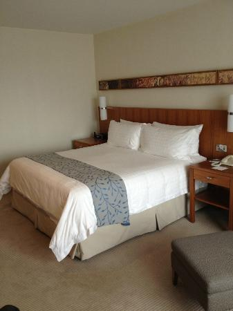 Canary Riverside Plaza Hotel: Bedroom. Room 509