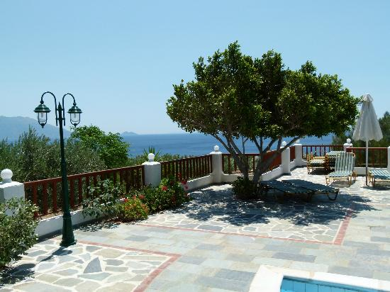 Pleiades Apartments : Pool area with sea view