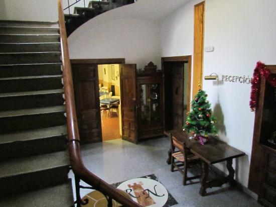 Hotel Rey Nino: Vista desde recepción de la escalera