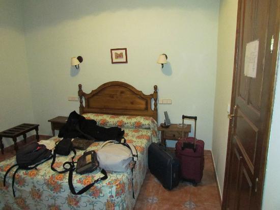 Hotel Rey Nino: Puerta de entrada a la derecha