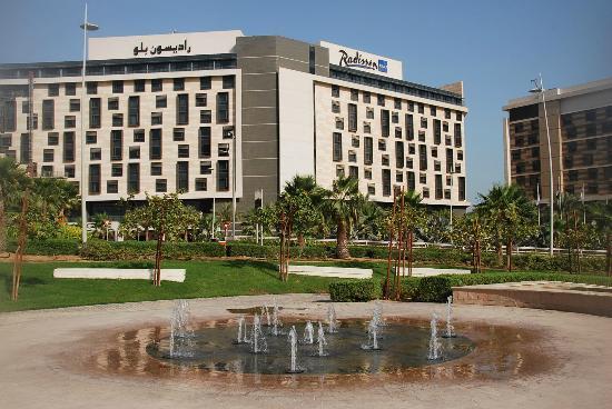 Radisson Blu Hotel, Abu Dhabi Yas Island: The Radisson Blu front aspect.