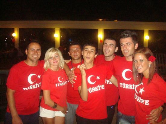 Tuntas Beach Hotel Altinkum : the entertainment staff and bar staff