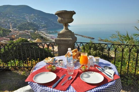 Castello di Monleone : Frühstück mit Aussicht