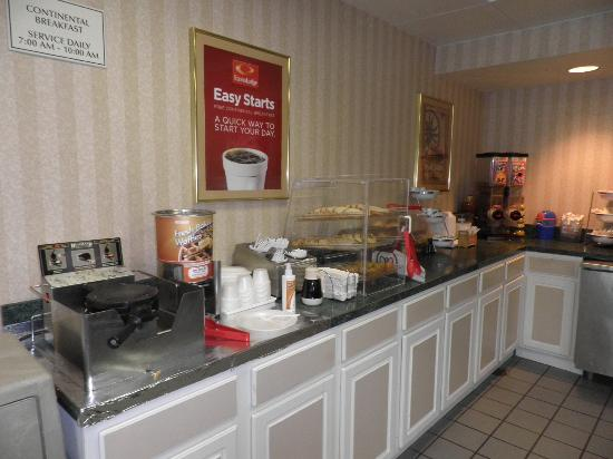 Econo Lodge Oceanfront: Frukostbuffe