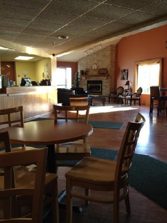 Paynesville Inn & Suites: Hotel Lobby