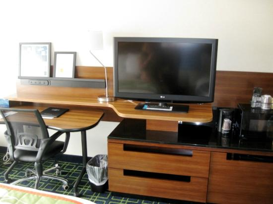 Fairfield Inn Corning Riverside: TV & Desk