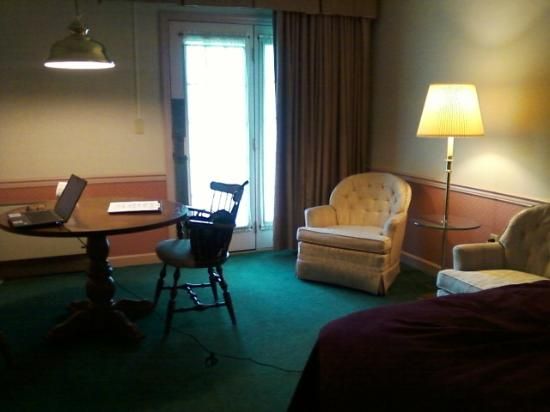 Quality Inn and Suites Lantern Lodge: Sitting are in double/double