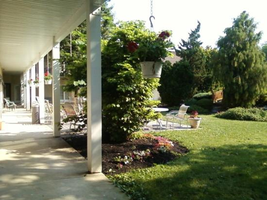 Rodeway Inn & Suites Myerstown - Lebanon: Gazebo and porch